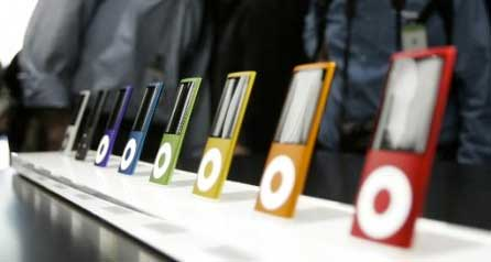People Looking at iPods image